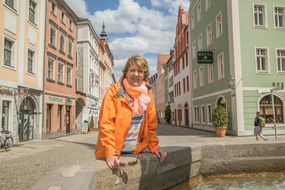 Stadtführerin Karina Thiemann bringt die Gäste ihrer Filmführung am Sonnabend auch zur Naschallee.