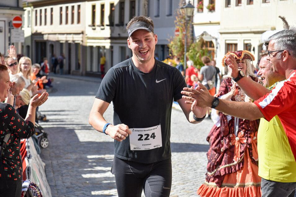 Stolpens Pfarrer Christian Heurich beim zweiten Basaltlauf in Stolpen. Jetzt tritt er auch beim Dresden-Marathon an und das alles für einen guten Zweck. Doch er braucht noch Unterstützung.