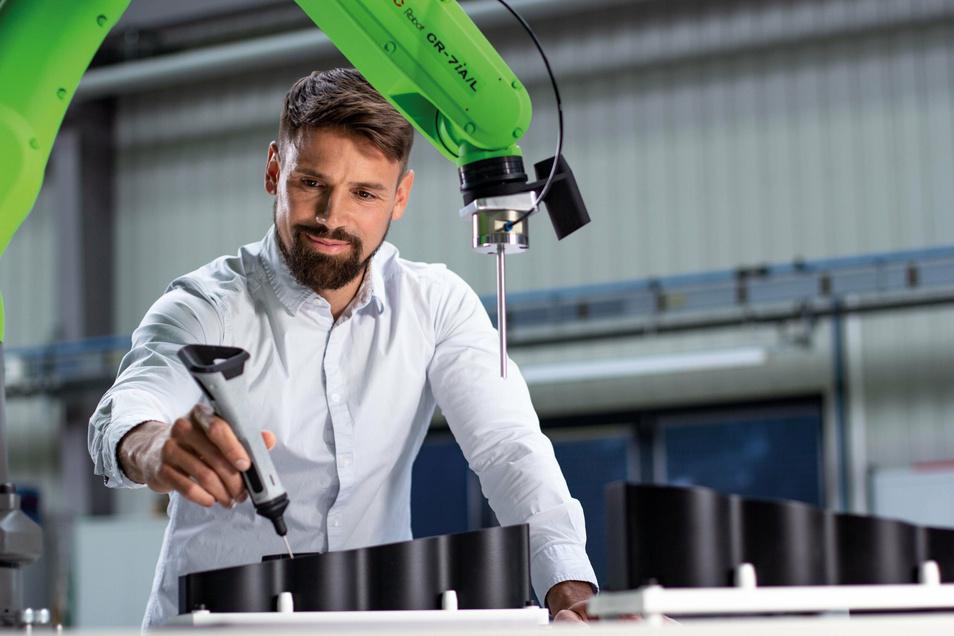 """Mit dem TracePen, dem weltweit ersten handgroßen """"No-Code""""-Gerät, mit dem Menschen Robotern einfach und schnell beibringen können, will das Unternehmen Wandelbots Maßstäbe setzen."""