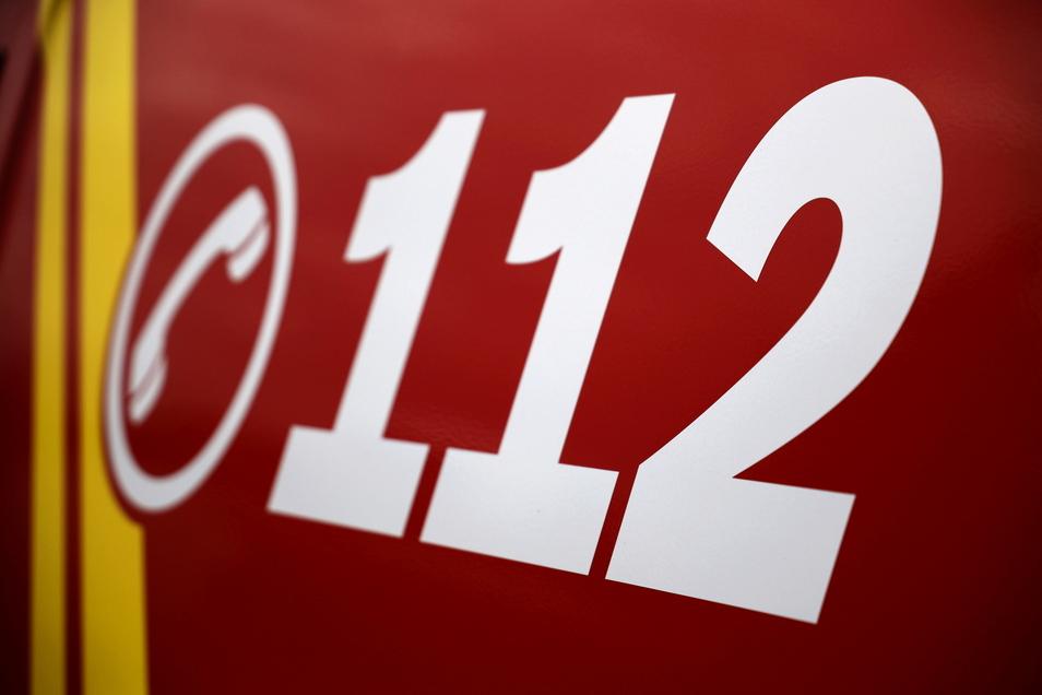 Spaziergänger im Glaubitzer Wald wählten jetzt den Notruf 112, um die Feuerwehr zu alarmieren.