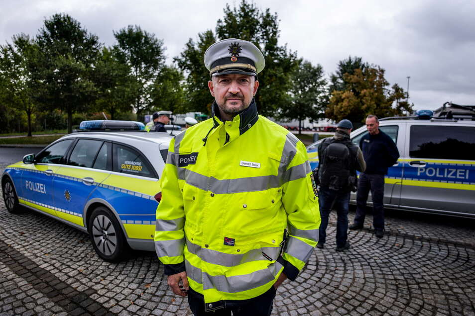 """Gerald Baier, Chef der Dresdner Verkehrspolizei, berichtet: Ablenkung ist beim Autofahren der """"Topkiller"""", noch vor Alkohol."""