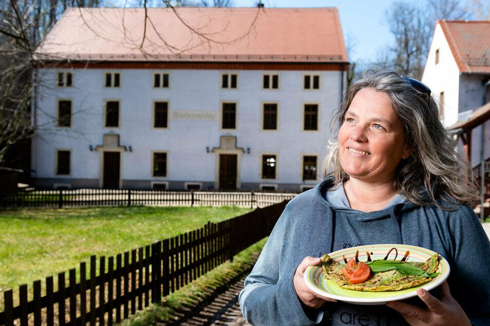 """""""Hier ist richtig viel los"""":Der Biergarten der Marienmühle ist in diesen Tagen und Wochen ein beliebter Anlaufpunkt für Ausflügler, sehr zur Freude von Betreiberin Yvonne Eles."""