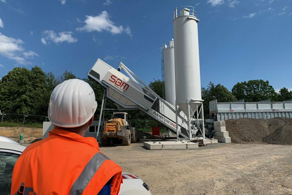 Betonmischanlage am Kohlberg: Von hier aus kommt das Baumaterial auf kurzem Weg zum Kohlbergtunnel