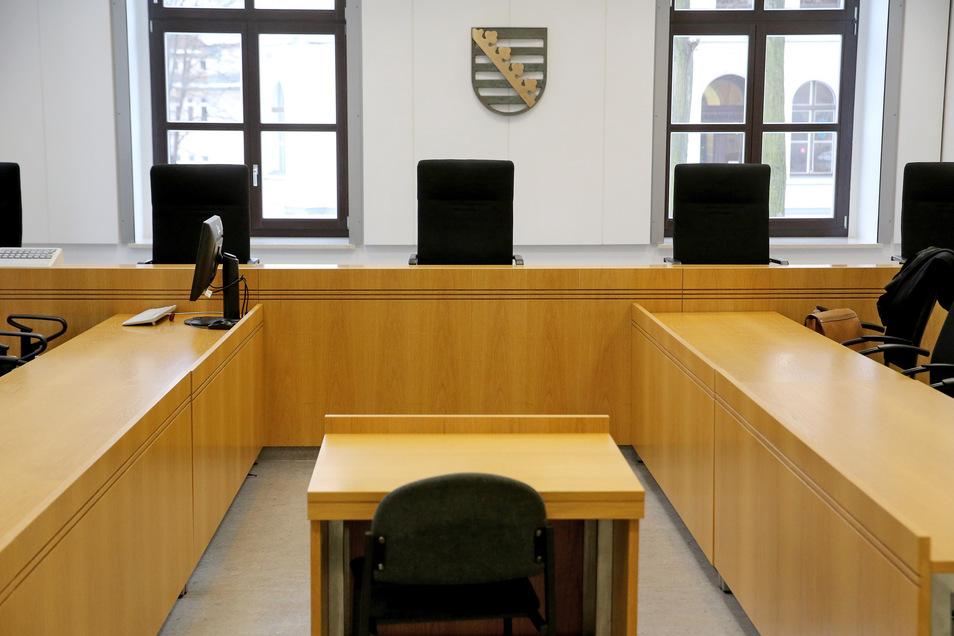 Zeugen sind vor Gericht bei ihren Aussagen zur Wahrheit verpflichtet, ansonsten drohen Strafen. Im Falle eines Meineids von mindestens einem Jahr Haft.