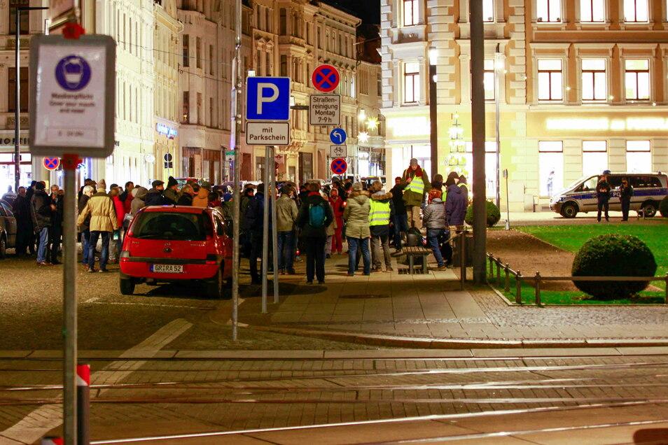 Kritiker der Corona-Auflagen hatten sich am Montag, hier ein Bild von einer früheren Veranstaltung, wieder auf dem Görlitzer Postplatz versammelt