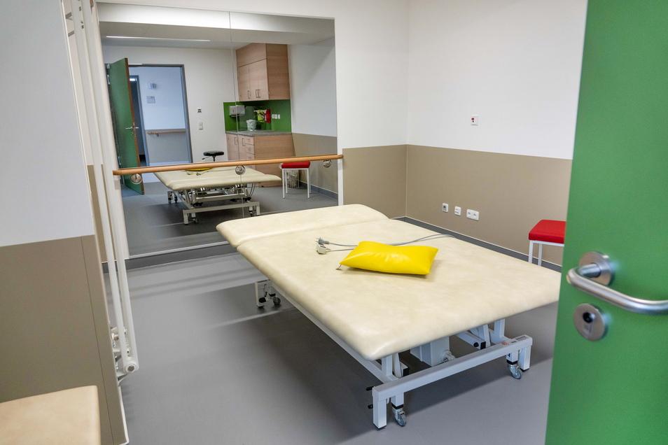 Viel Platz: Auf dieser sogenannten Bobath-Liege in einem der Therapieräume können Patienten mit Behinderung oder Schlaganfallpatienten behandelt werden.