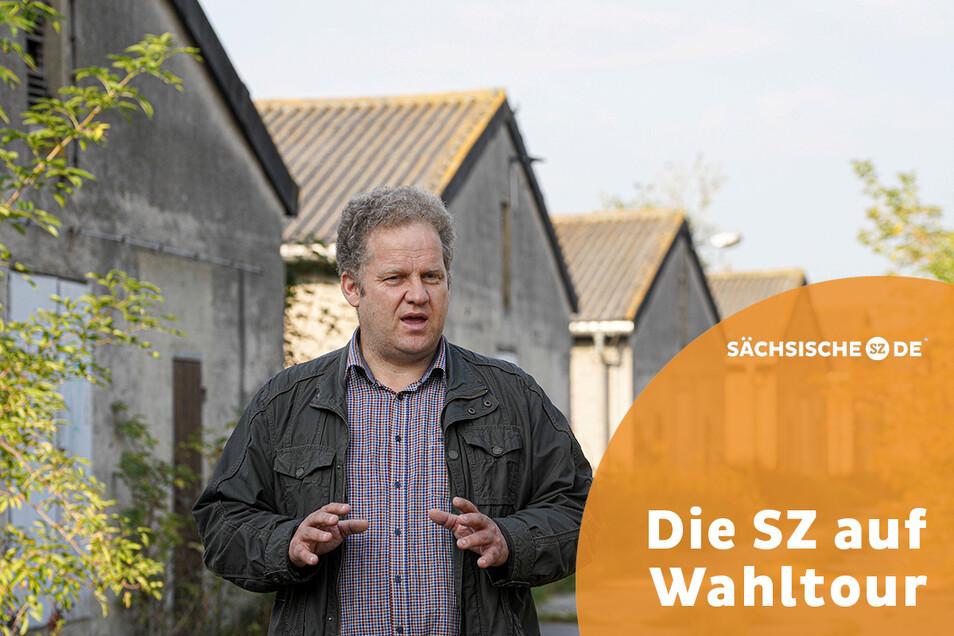 Stefan Triebs von der Saritscher Agrar GmbH würde gerne eine Solaranlage auf die Dächer der ehemaligen Schweinemastanlage bauen. Die 11.000 Quadratmeter Fläche eignen sich dafür - aber es gibt ein Problem.