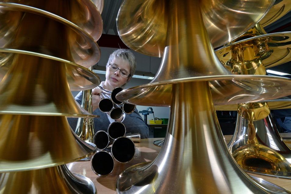 Kerstin Voigt, Chefin der Meisterwerkstatt für Metallblasinstrumente Jürgen Voigt in Markneukirchen, befürchtete Umsatzeinbußen durch den Brexit. Doch die traten nicht ein.