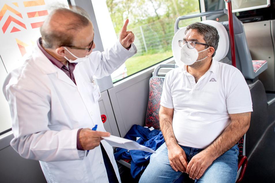 Mit Impfbussen sollen mehr Menschen direkt erreicht werden, die sich impfen lassen.