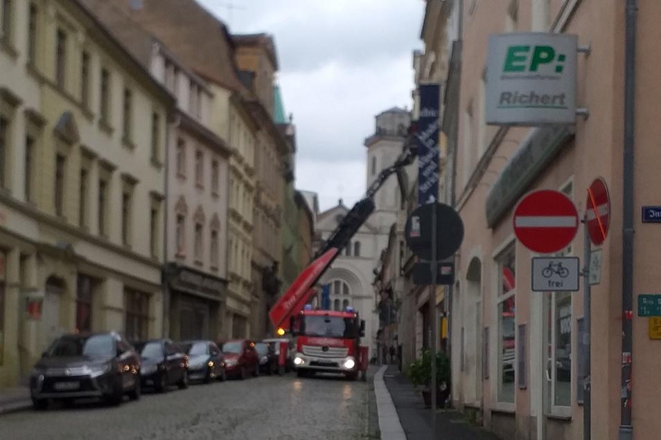 Die Feuerwehr eilte in die Innere Weberstraße, um die dortigen Platzprobleme zu demonstrieren.