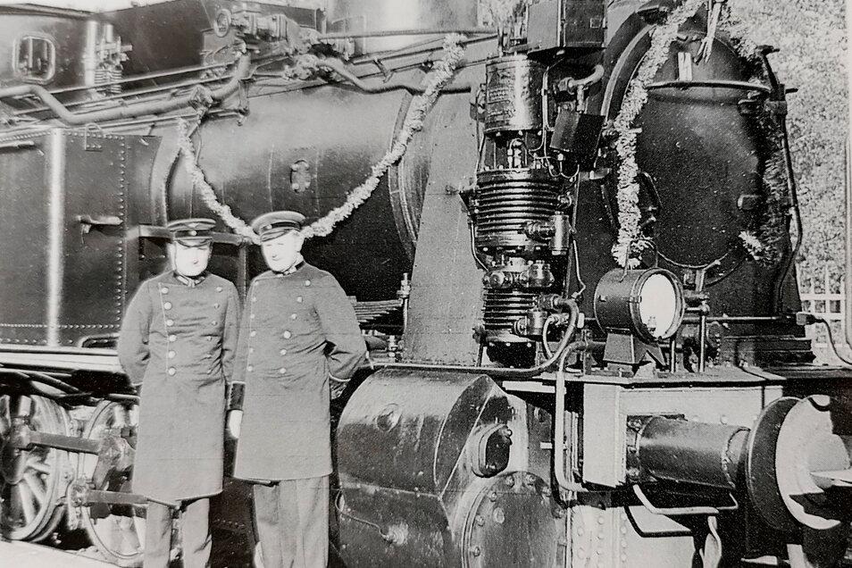 Am 1. Oktober 1971 wurde das 100. Jubiläum der Strecke Kamenz-Radeberg groß gefeiert. Den Sonderzug zog die Werk-Lok 2 des RAW Görlitz. Werner Müller führte den Zug, Manfred Nowack heizte.