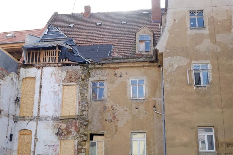 Die Rückseite der Görnischen Gasse 32 – die Fassade ist nicht vollständig geschlossen.