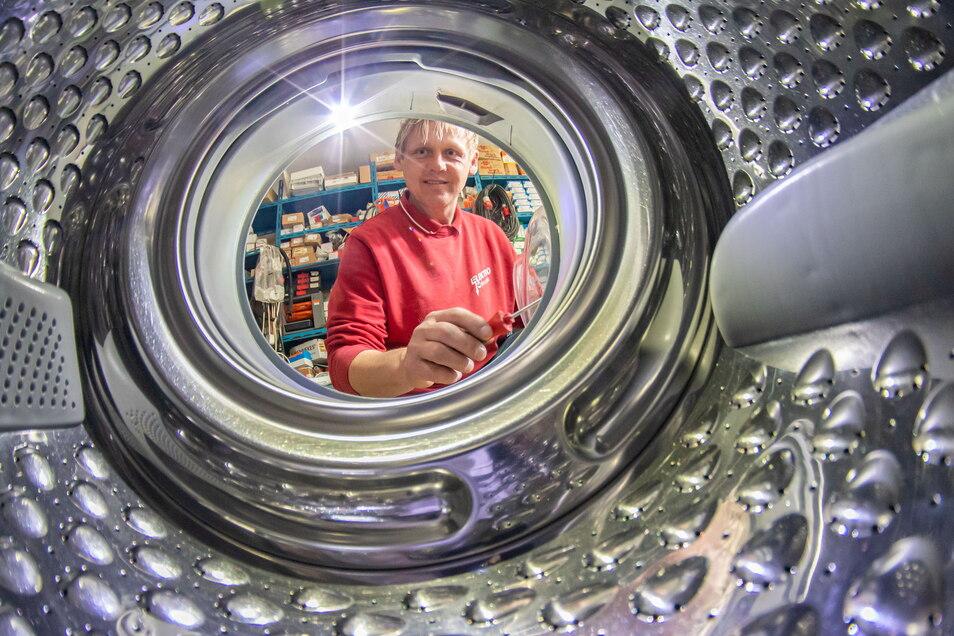 Stephan Kohoutek übernahm den 1983 in Rothenburg gegründeten Betrieb seines Vaters Hans-Georg Kohoutek. Heute ist die Elektroinstallation Hauptgeschäft der Firma, aber auch Reparaturen werden gemacht.