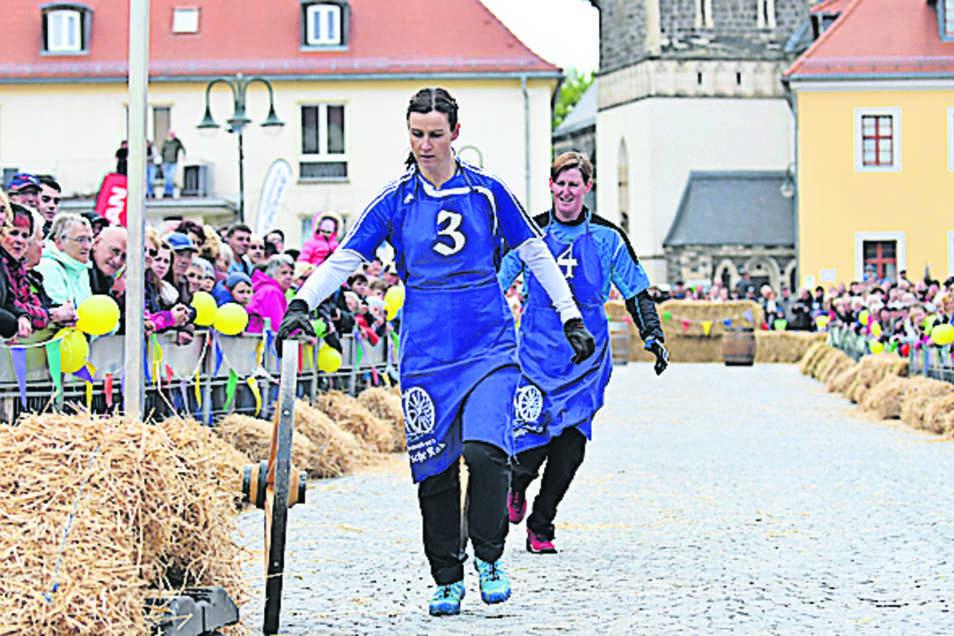 Die Teams mussten einen Parcours von etwa 150 Metern zurücklegen.