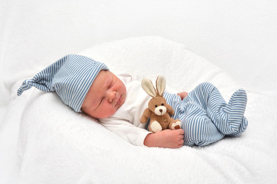 Max Schnabel, geboren am 14. November, Geburtsort: Städtisches Klinikum Dresden, Gewicht: 3.700 Gramm, Größe: 50 Zentimeter, Eltern: Susann und Martin Schnabel, Wohnort: Königsbrück