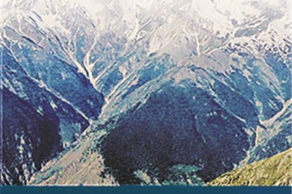 """W. Heichel """"Chronik der Erschließung des Nanga Parbat"""" Eigenverlag, 415 Seiten, 447 Abbildungen, 4 Karten, 39,95 Euro. Bezug über: wheichel@t-online.de"""