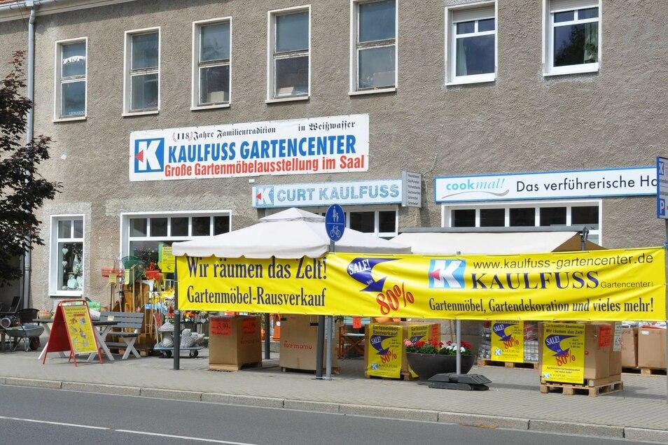 Direkt an der Muskauer Straße, Hauptverkehrsstraße von Weißwasser ist das Kaulfuß Gartencenter nicht zu übersehen.