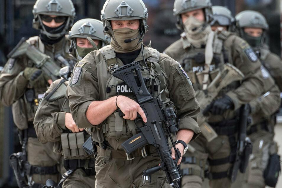 In Leipzig musste eines Spezialeinsatzkommando gegen einen Ruhestörer anrücken.