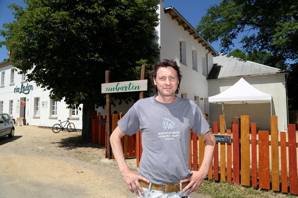 Jens Drahonovsky ist nicht nur Arzt, in Horka hat er auch einen Dorfladen.