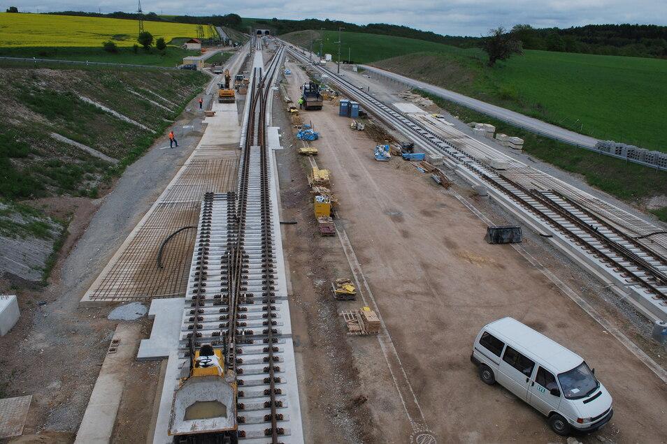 Beispiel für einen Überholbahnhof vor einem Tunnelportal: Wo wird er an der künftigen Trasse Dresden-Prag liegen - in Heidenau oder bei Goes?