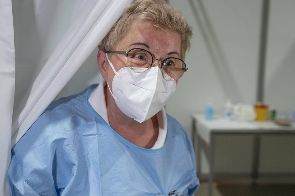 Eine Krankenschwester im Impfzentrum in Riesa. Ab Montag, 18. Januar, ist das Impfzentrum für Menschen ab 80 Jahren geöffnet - vorausgesetzt, sie haben einen Termin.