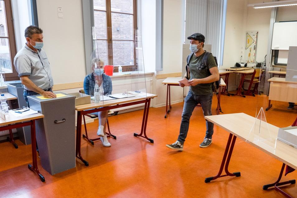 Auch im Görlitzer Joliot-Curie-Gymnasium ist an diesem Sonntag ein Wahllokal eingerichtet.
