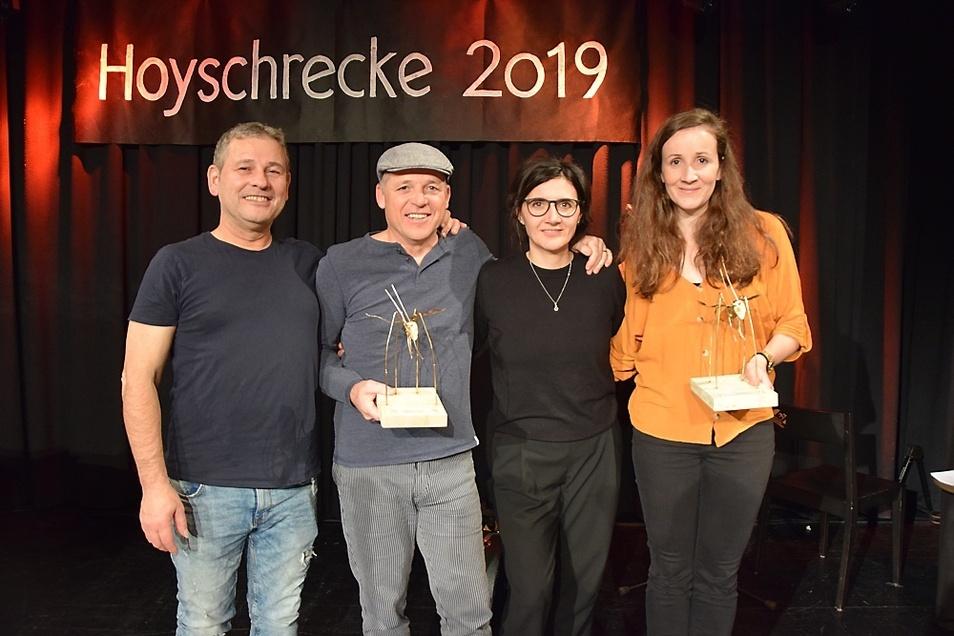 Gruppenfoto der Gewinner: Die Publikumssieger Georg Clementi (mit Hoyschrecke) und Band (Ossy Pardeller, Bojana Popovicki ). Rechts die Jurysiegerin Franziska Günther.