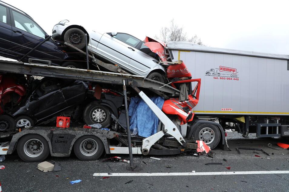 Für einen Lkw-Fahrer kam jede Hilfe zu spät.