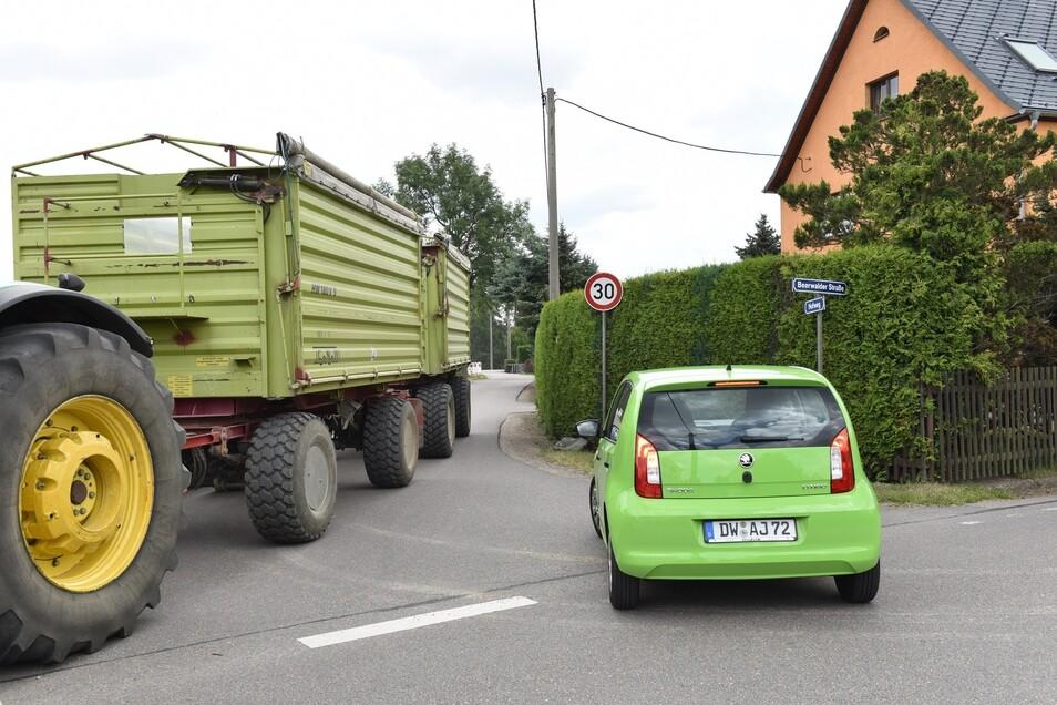Der Hofweg in Ruppendorf ist sehr schmal. An der Einmündung zur Beerwalder Straße soll er deshalb aufgeweitet werden.