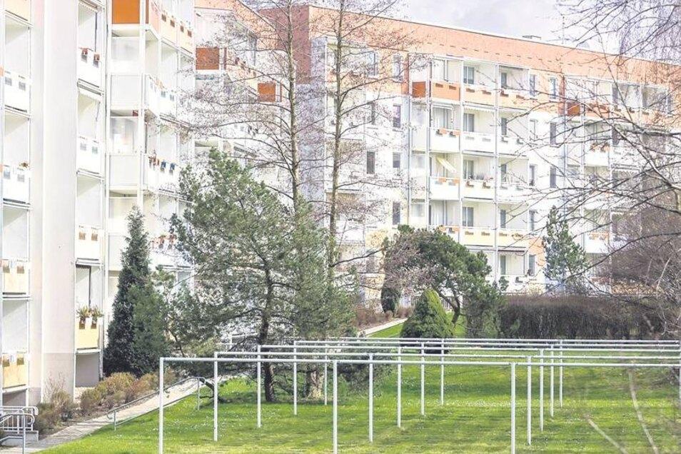 Lange Jahre waren sie verpönt. Doch Plattenbauten, wie hier in Freital-Zauckerode, erfreuen sich jetzt durchaus wieder größerer Beliebtheit. Foto: Karl-Ludwig Oberthür