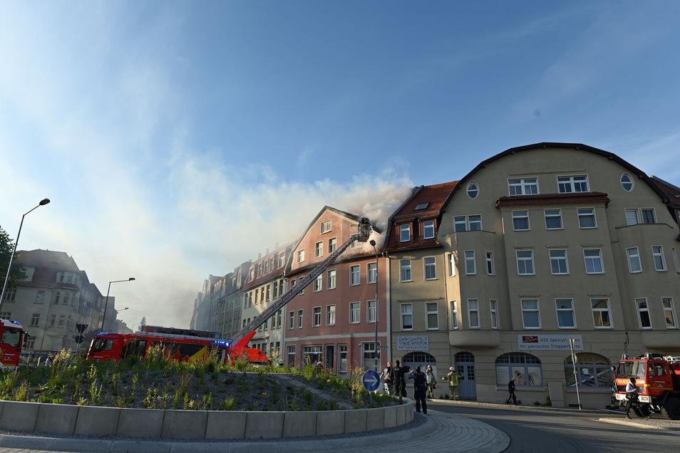 Ein Feuer war am Himmelfahrtstag im Dachgeschoss eines Hauses am Bautzener Schliebenkreisel ausgebrochen.