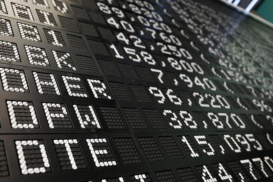 Von diesem Montag (20.9.) an spielen 40 statt 30 Konzerne in der ersten deutschen Börsenliga.