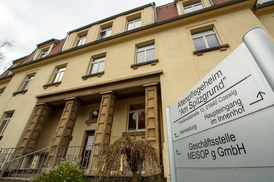 Der Haupteingang des Heimes. Hier werden 110 Bewohner betreut.