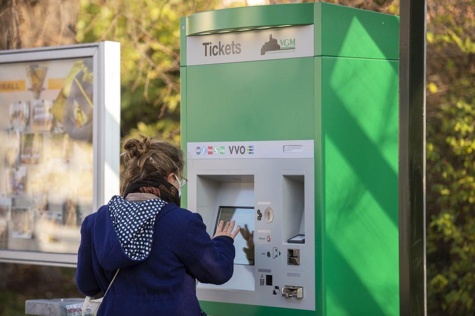 """Der Ticketautomat auf der Mozartallee in Großenhain wird """"durchschnittlich"""" genutzt. Doch der Trend geht ganz klar zum Fahrscheinerwerb außerhalb der Busse."""