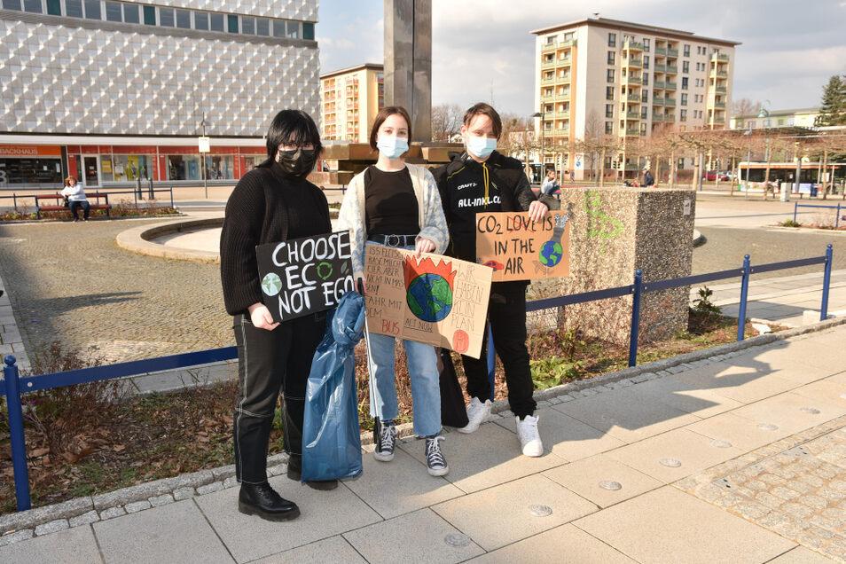 Frieda, Amelie und Richard wollen sich nicht nur für Klimaschutz einsetzen, sondern selbst auch etwas für ihre Umwelt tun. Was liegt da näher als Müllsammeln?