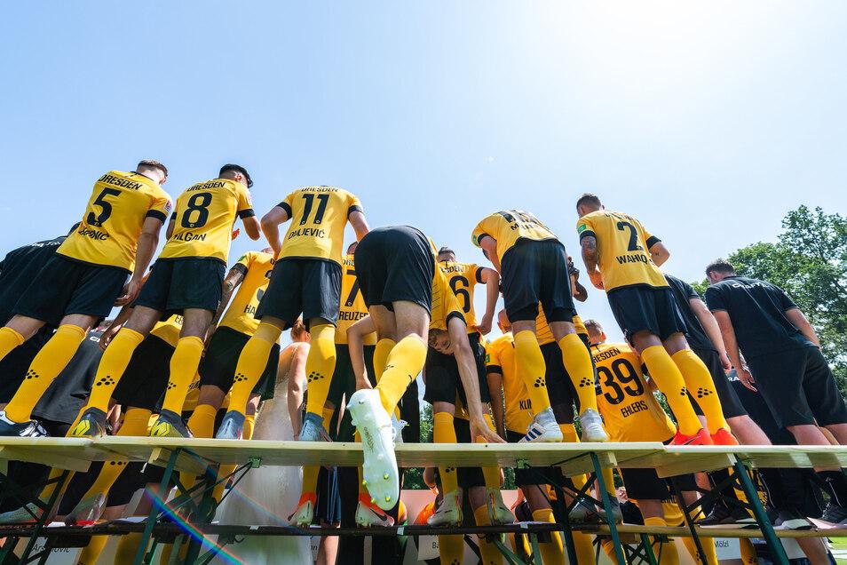 Ein Profi des Fußball-Zweitligisten Dynamo Dresden ist positiv auf das Coronavirus getestet worden. Der Verein schützt die Anonymität des Spielers.