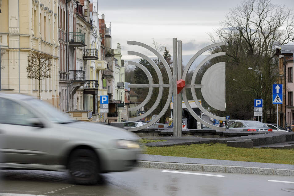 Die neue Jakob-Böhme-Plastik im Zentrum von Zgorzelec. Unumstritten ist die Gestaltung bei den Zgorzelecern aber nicht, wie sich in den sozialen Netzwerken erkennen lässt.