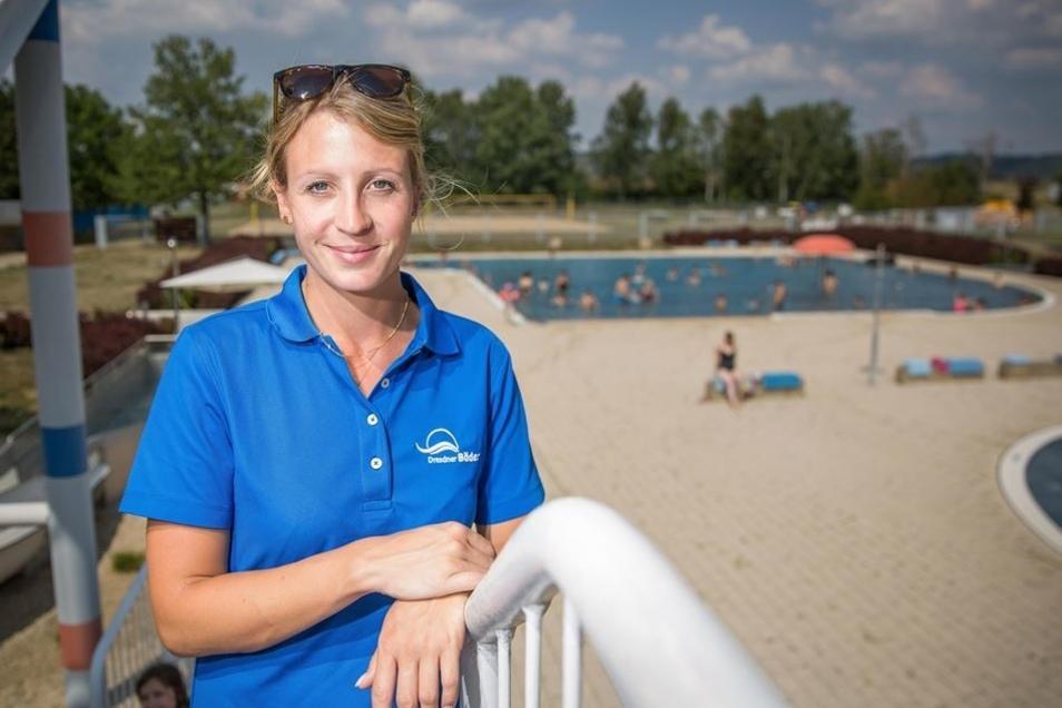 Arbeiten, wo andere ausspannen: Mitarbeiterin Josefine Meißner freut sich, draußen zu arbeiten und unter Leuten zu sein.