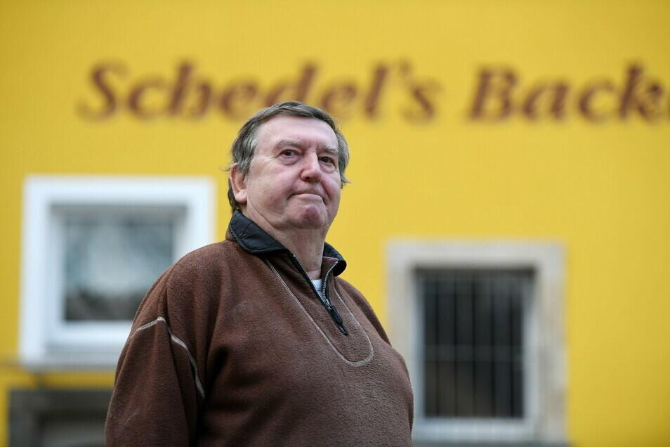 Bäckermeister Jürgen Schedel hat Schwierigkeiten, Mitarbeiter zu finden.