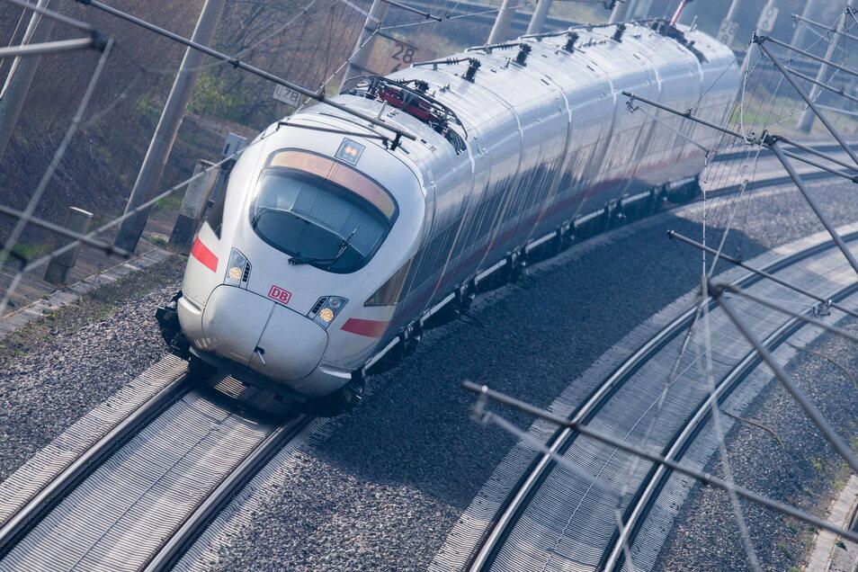 Passagiere von Bahn-Fernreisen müssen sich womöglich bald an die 3G-Regel halten.