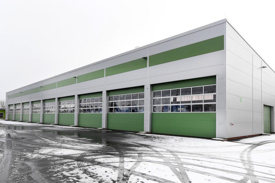 Für die Lagerung von Corona-Toten wird eine neu gebaute Halle auf dem Gelände des Straßen- und Tiefbauamtes an der Lohrmannstraße genutzt, in der eigentlich mobile Hochwasserschutzelementen gelagert werden.