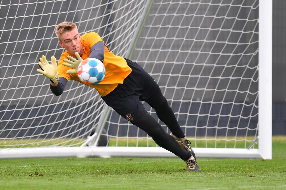 Torwart Erik Herrmann trainiert bereits mit dem Zweitliga-Kader.