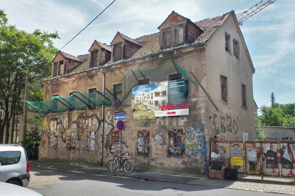 2016 stand es noch: eines der ältesten Gebäude und Kulturdenkmal der Dresdner Neustadt. Heute steht auf dem Grundstück in der Scheunenhofstraße 3 ein modernes Mehrfamilienhaus.