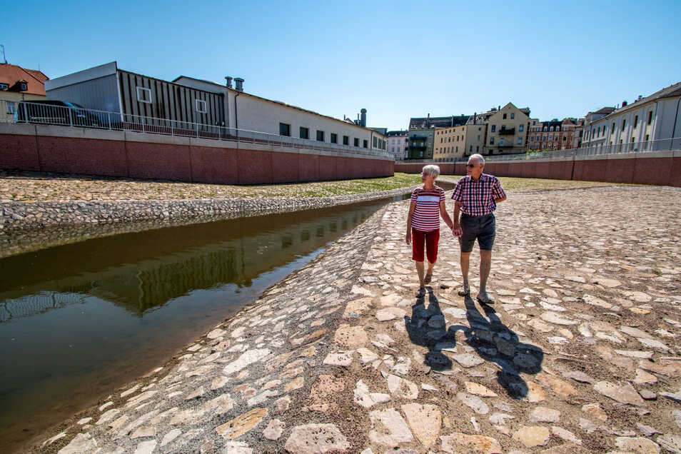 Michael und Ulrika Nitsche sind schon mal an der Flutmulde entlanggeschlendert.