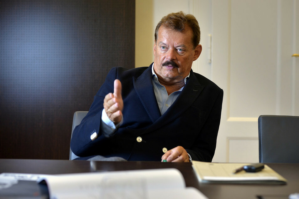Professor Michael Albrecht, medizinischer Vorstand am Uniklinikum, über die Corona-Patienten.