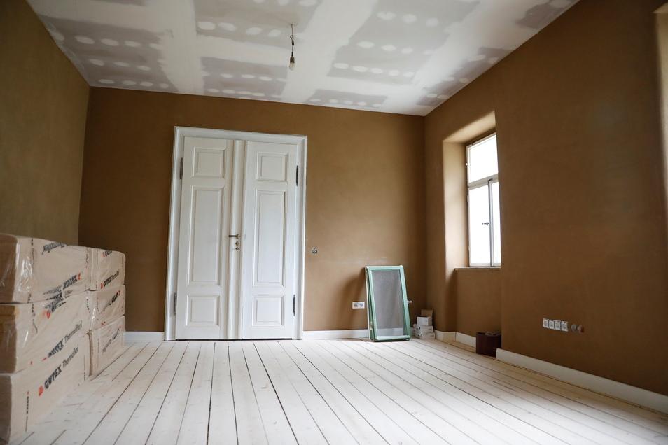 Auch innen setzen die Architekten auf eine Mischung von historischem Charme und modernem Wohnen. Holz spielt dabei eine wichtige Rolle.