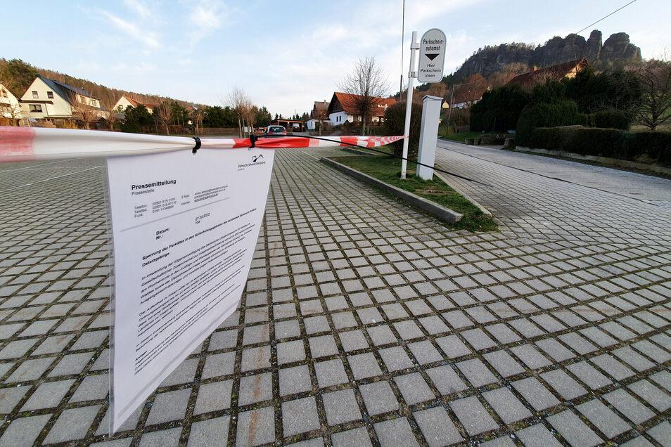 Gesperrter Parkplatz in Pfaffendorf bei Königstein unterhalb vom Pfaffenstein.