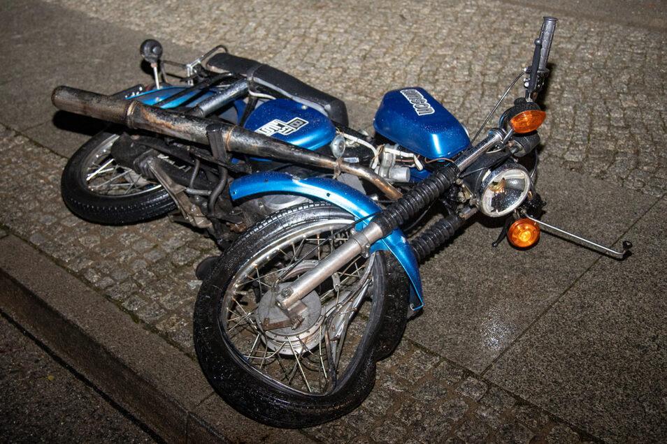 Ein Jugendlicher ist in Bischofswerda mit dem Moped gestürzt.