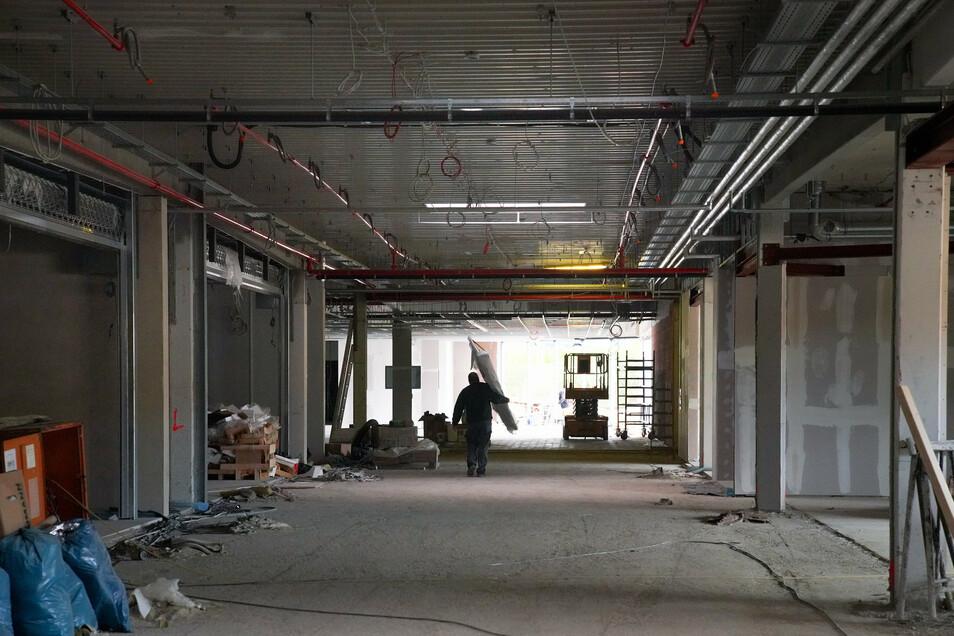 Blick in die künftige Mall, den Flanierbereich im Center. Die Eingänge der einzelnen Geschäfte sind schon erkennbar.