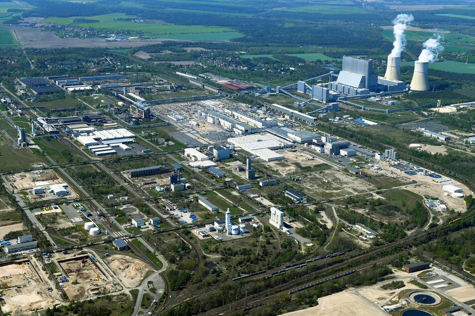 """So sieht der Industriepark """"Schwarze Pumpe"""" aus der Luft aus. Hier soll auch das """"Lausitz Investor Center"""" einziehen."""
